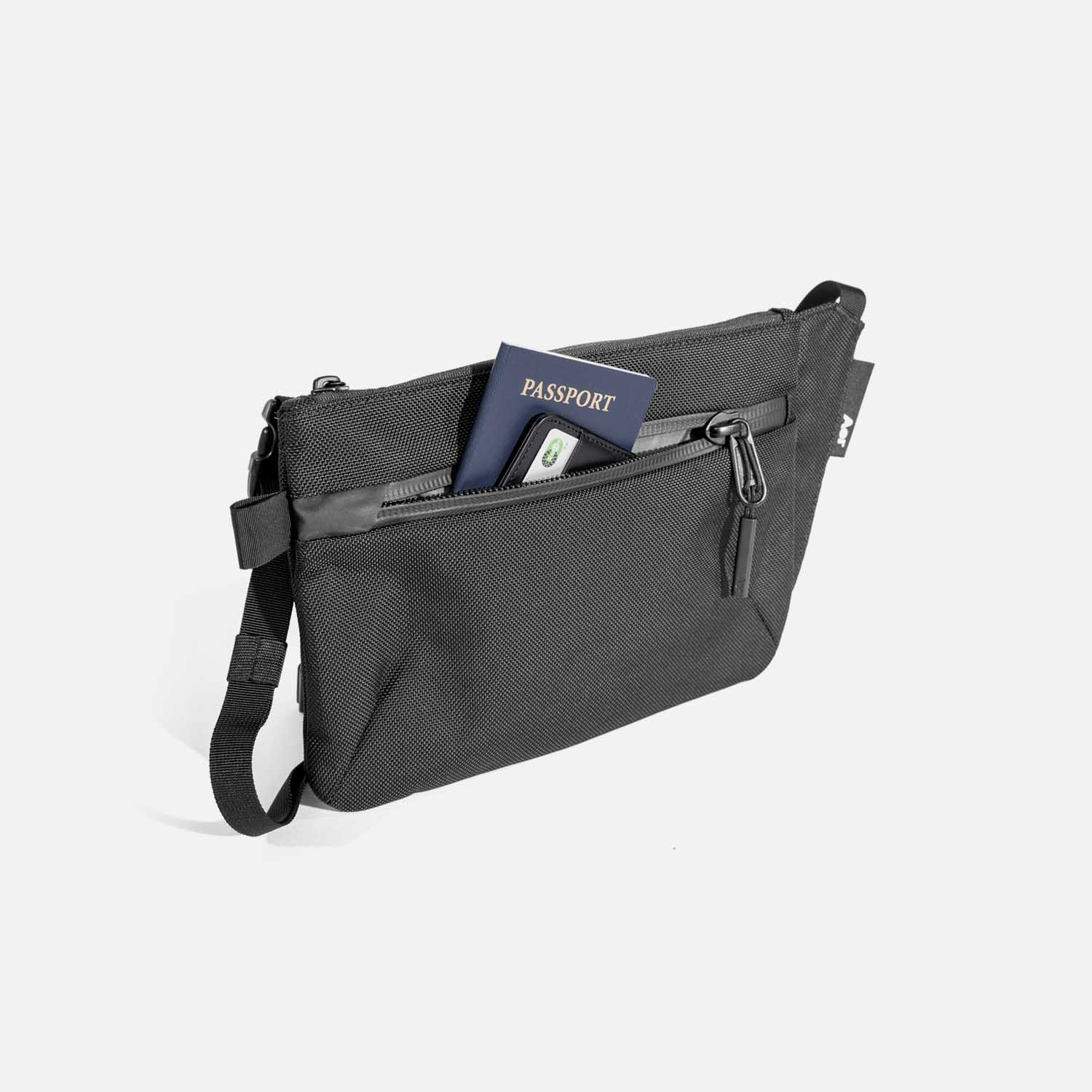 21019_slingpouch_black_quickaccess.jpg