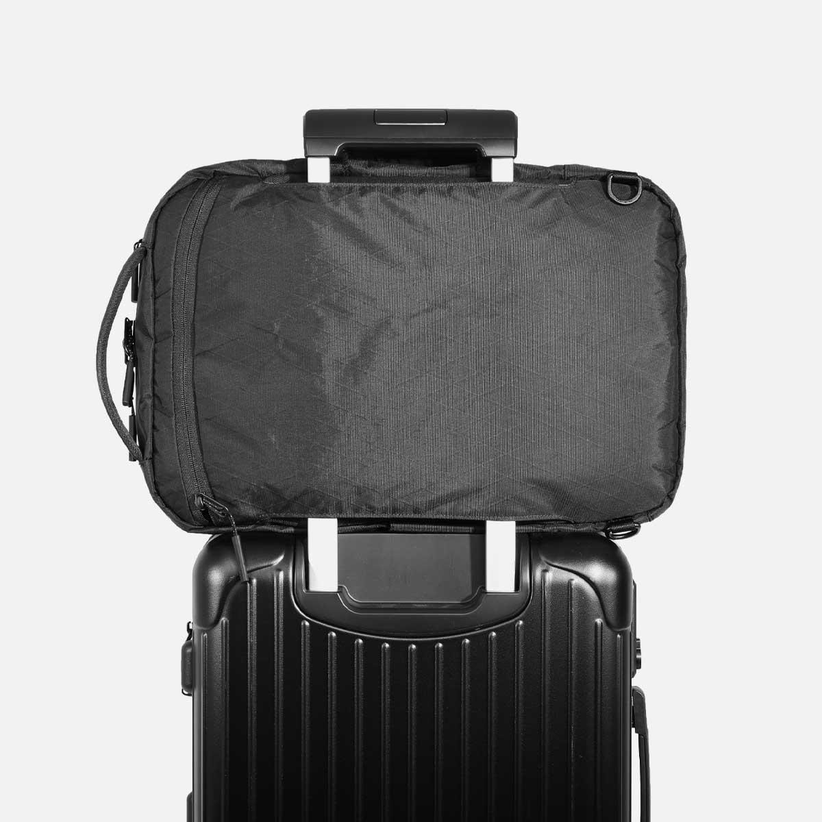 aer10015_flt2xpac_luggage.jpg