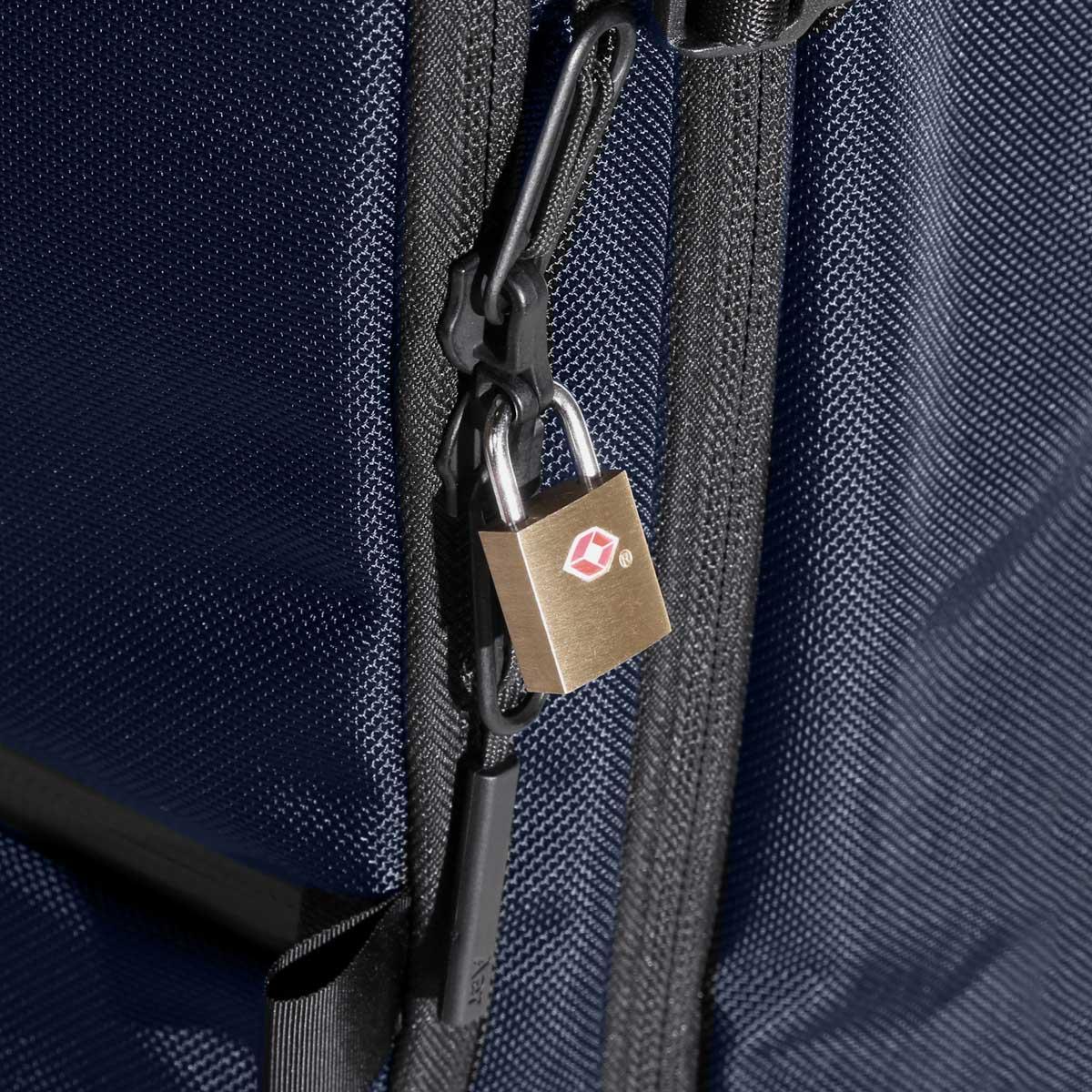 23007_travelpack2_navy_lock.jpg