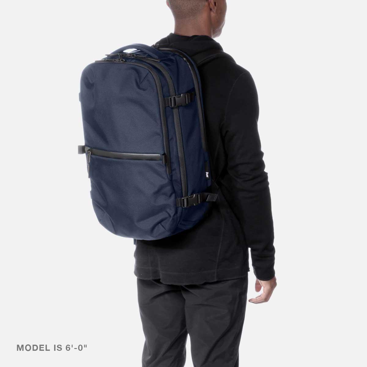 23007_travelpack2_navy_model.jpg