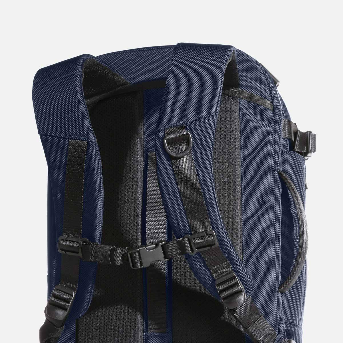 Ergonomic shoulder straps keep you comfortable throughout the day.