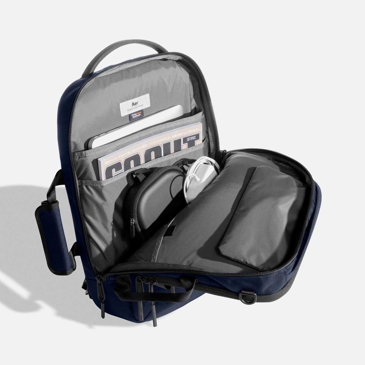 Spacious main compartment for your work essentials.