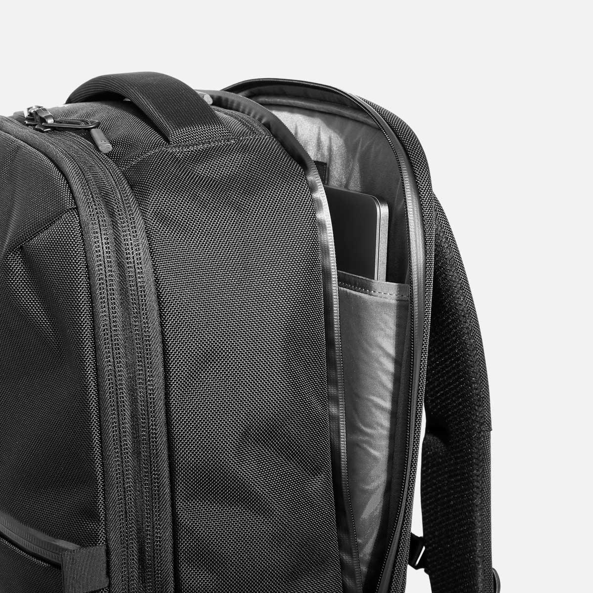 AER21022_travelpack2small_laptop.jpg