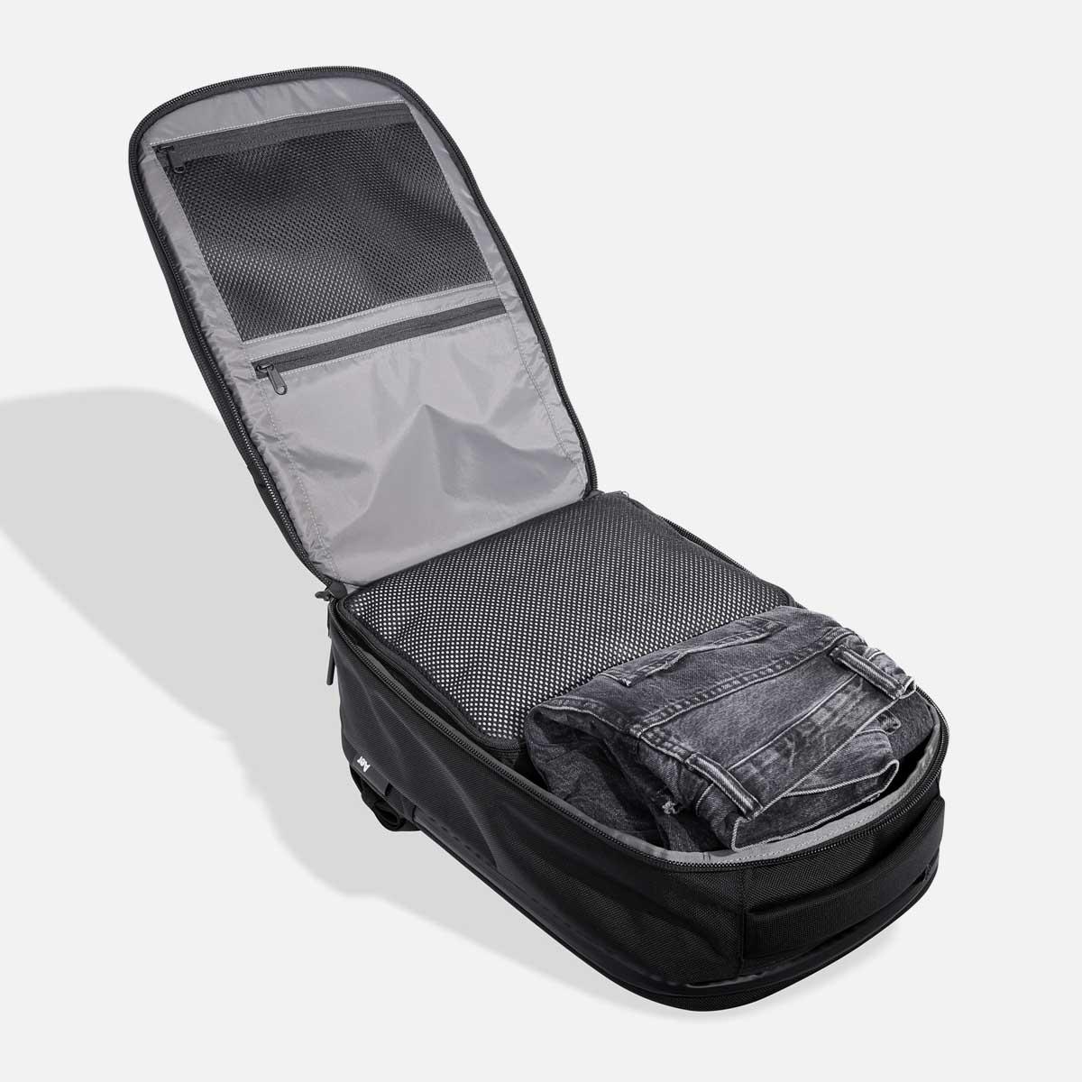 AER21022_travelpack2small_main.jpg