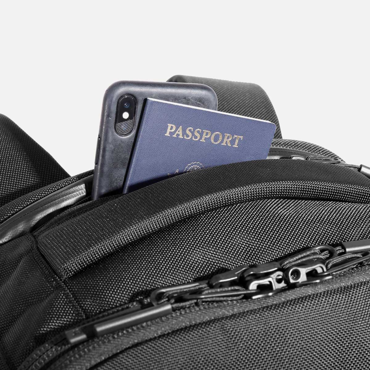 AER21022_travelpack2small_passport.jpg