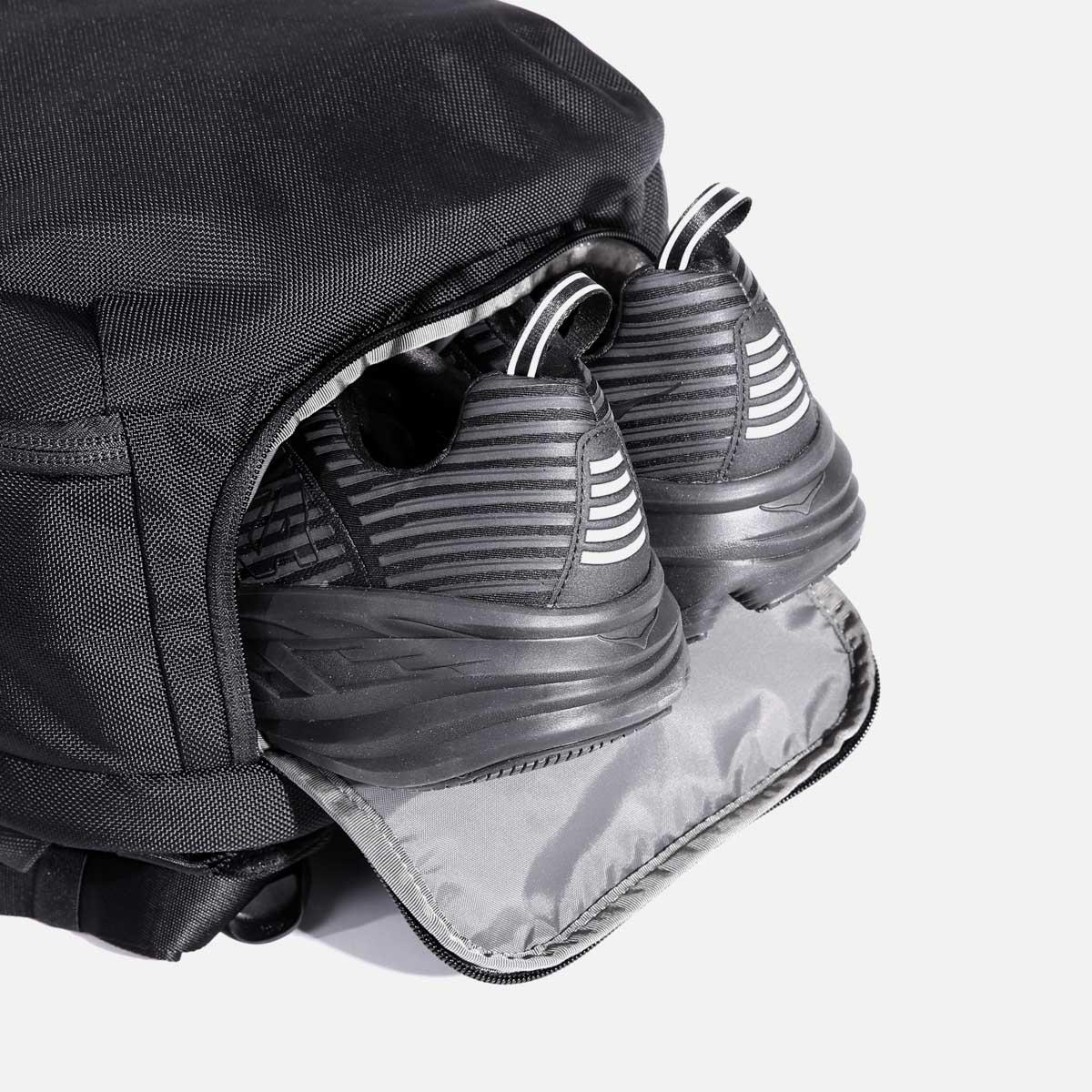 AER21022_travelpack2small_shoepocket.jpg