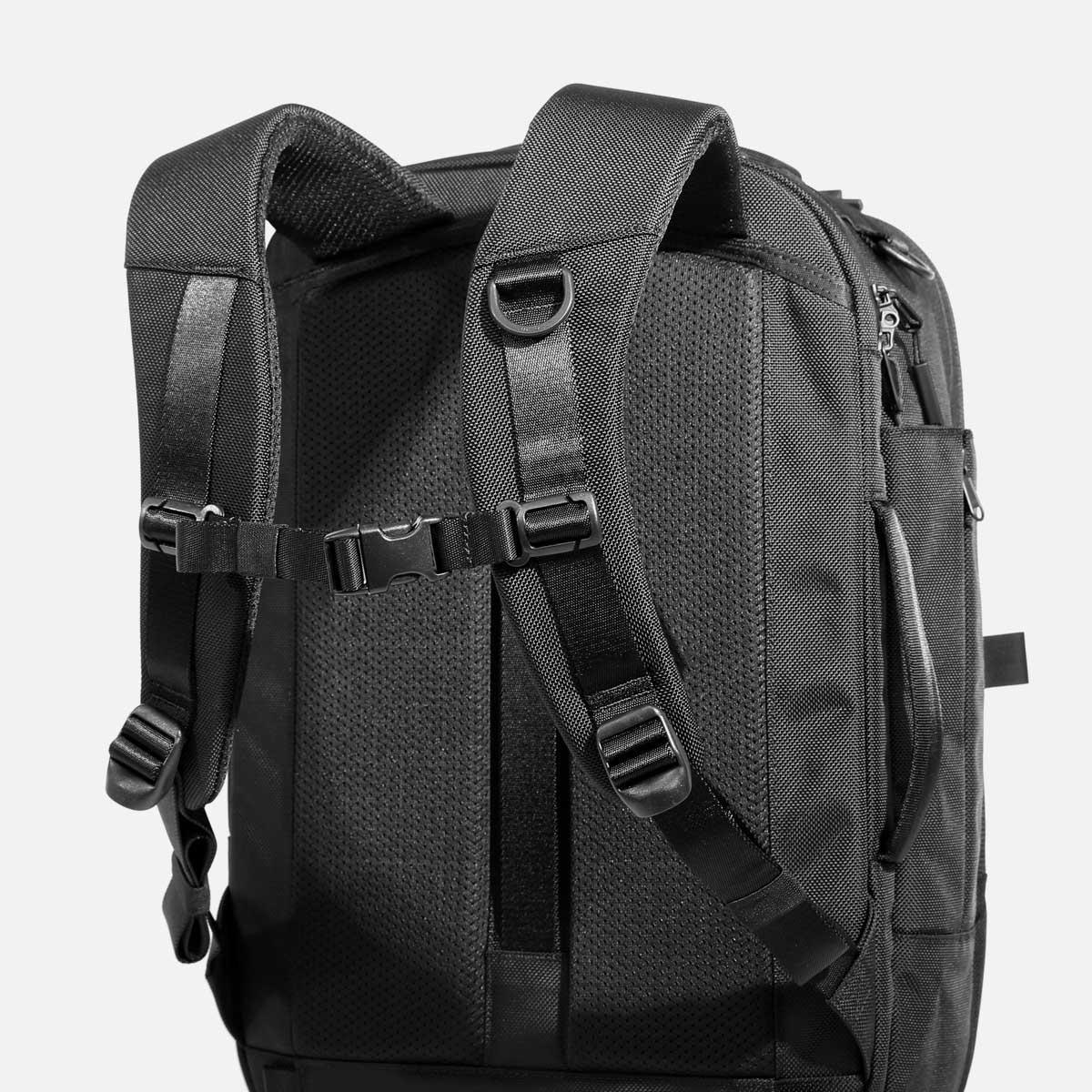 AER21022_travelpack2small_shoulderstraps.jpg