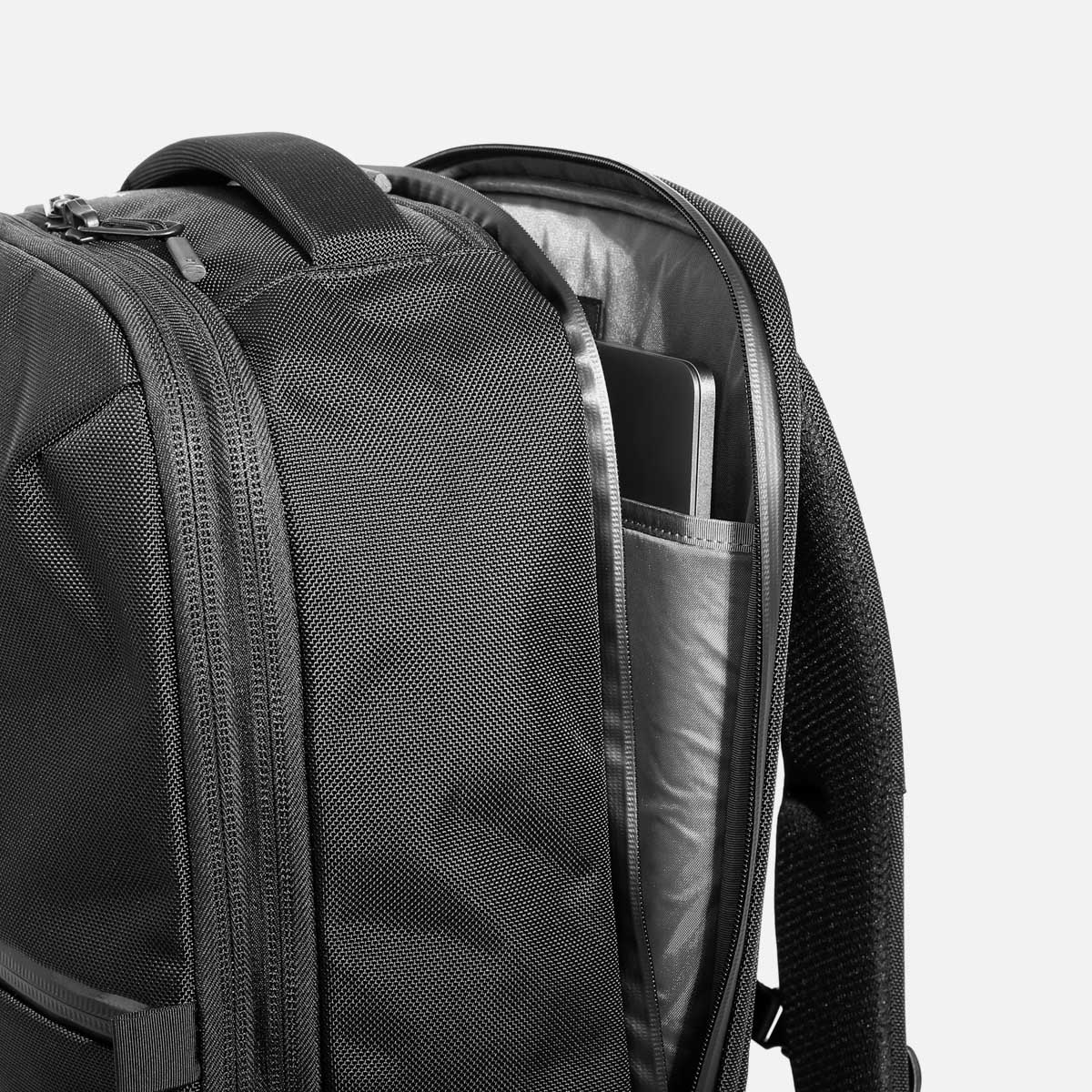 Quick-access, suspended laptop pocket with YKK® AquaGuard® zippers.