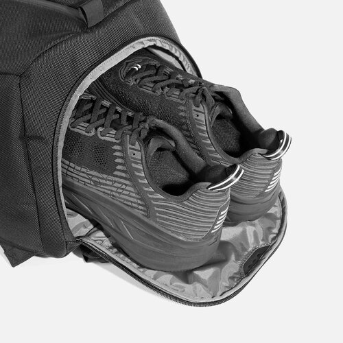 Ventilated shoe pocket with stowaway design.