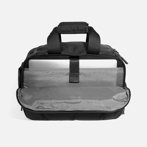 """Laptop pocket with soft lining (fits up to 16"""" laptop)."""