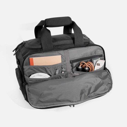 Interior pockets for your everyday essentials.