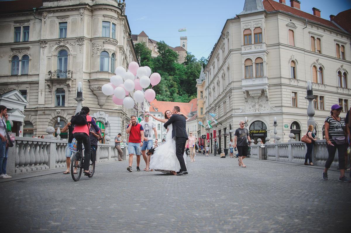 kreatív esküvő fotózás, Ljubjana, szerelmes pár,