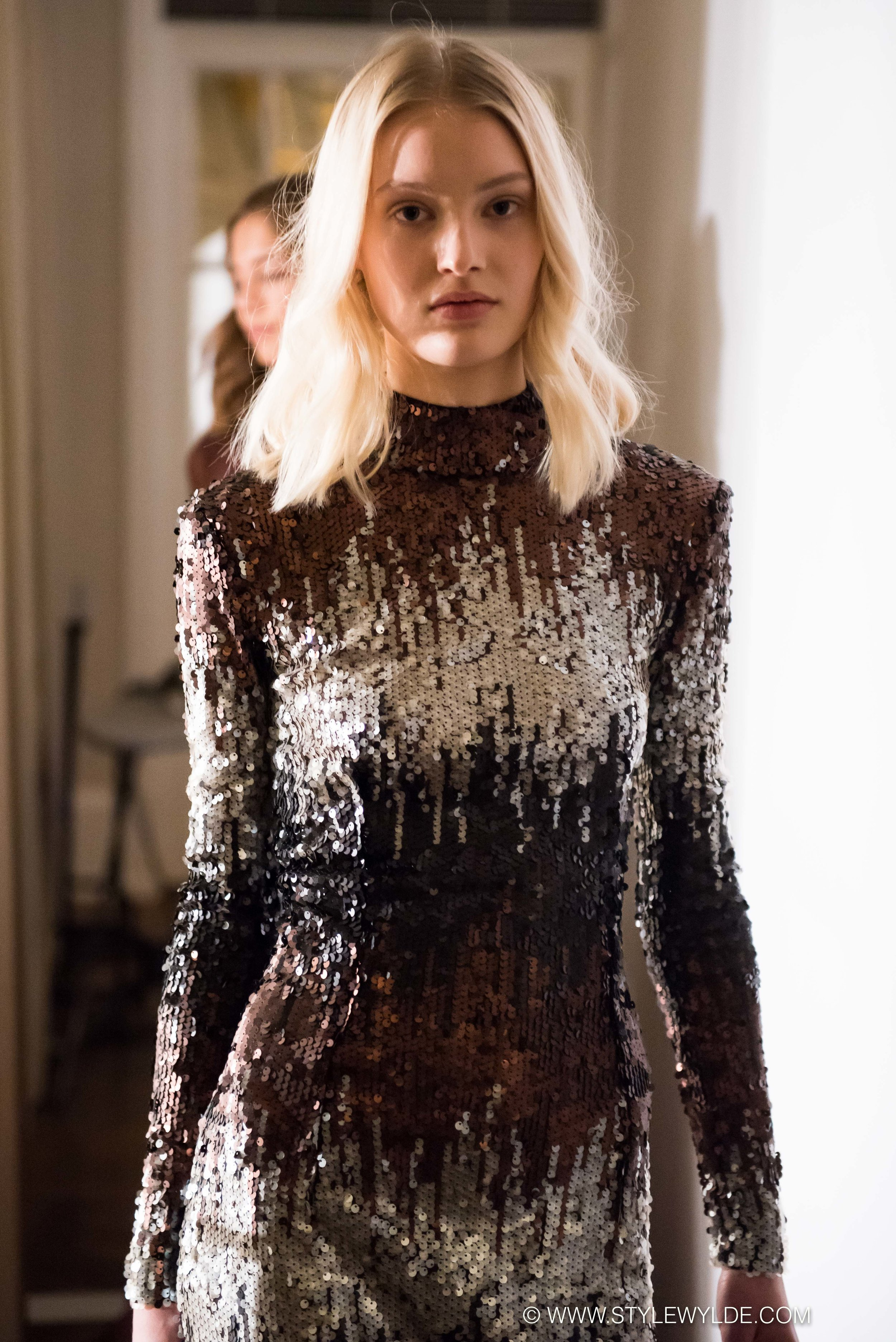 Dream girls - Ornate embroidery, lace, silk taffeta and a dazzling array of sparkling sequins made the Jesper Høvring Fall 2018 show the glamor-high of Copenhagen Fashion Week.Fit for everything from an Oscar red carpet, to a royal wedding day, these were the looks that little girls everywhere dream of wearing.