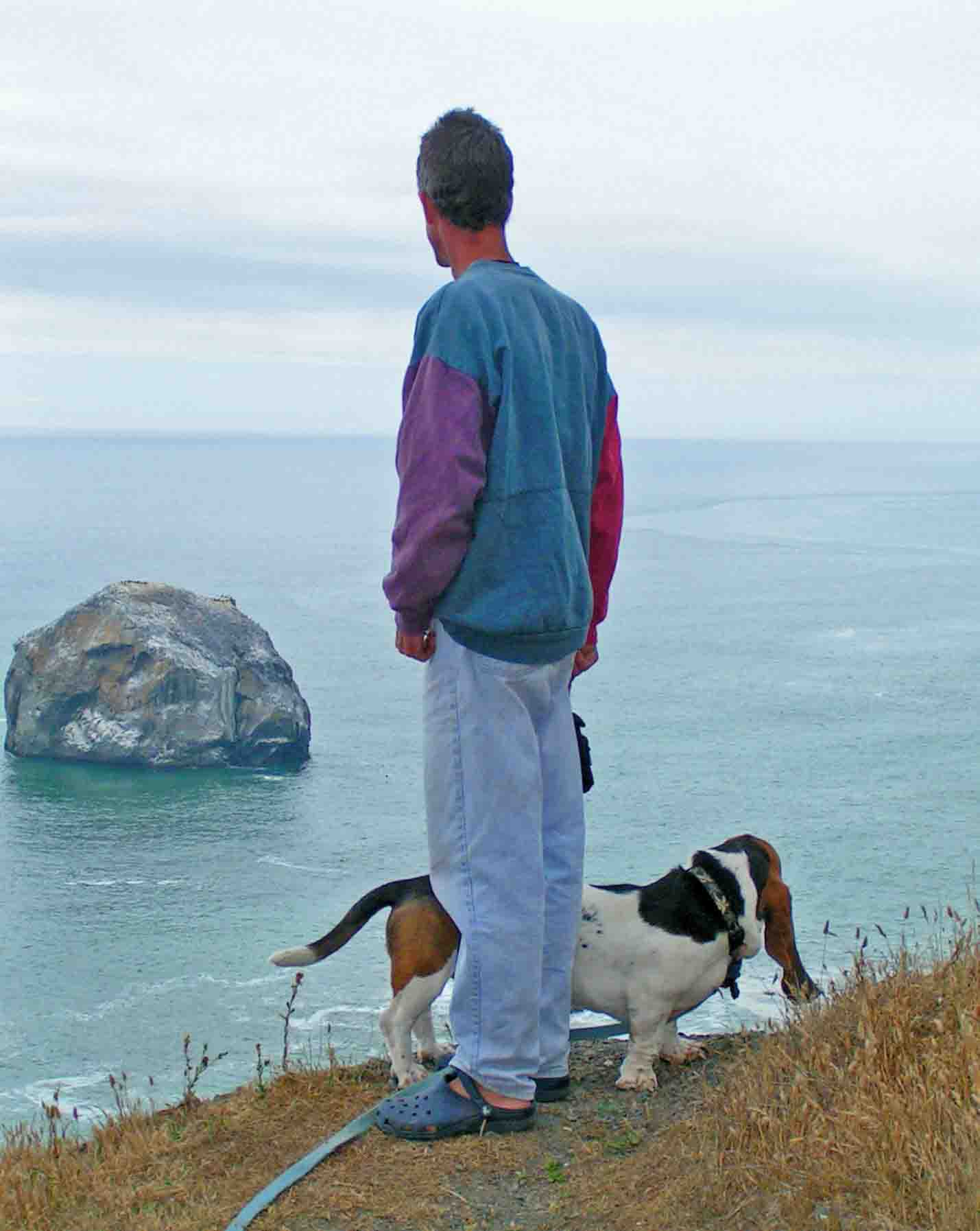 Two dudes at the overlook on the redwood coast.   Photo: (c) Barb Ayers, DogDiary.org