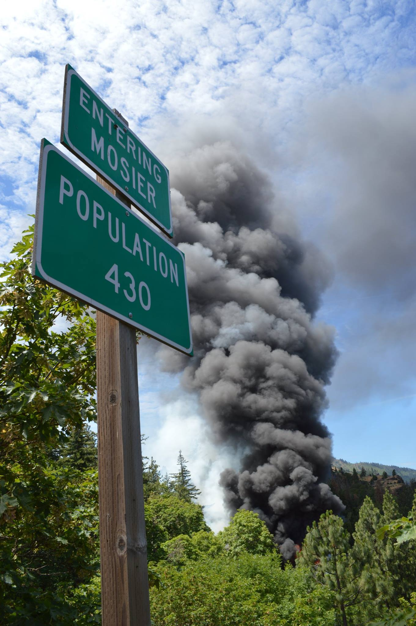 Oil train derailment, Mosier, June 3, 2016.      Photo: Patrick Mulville, Hood River News