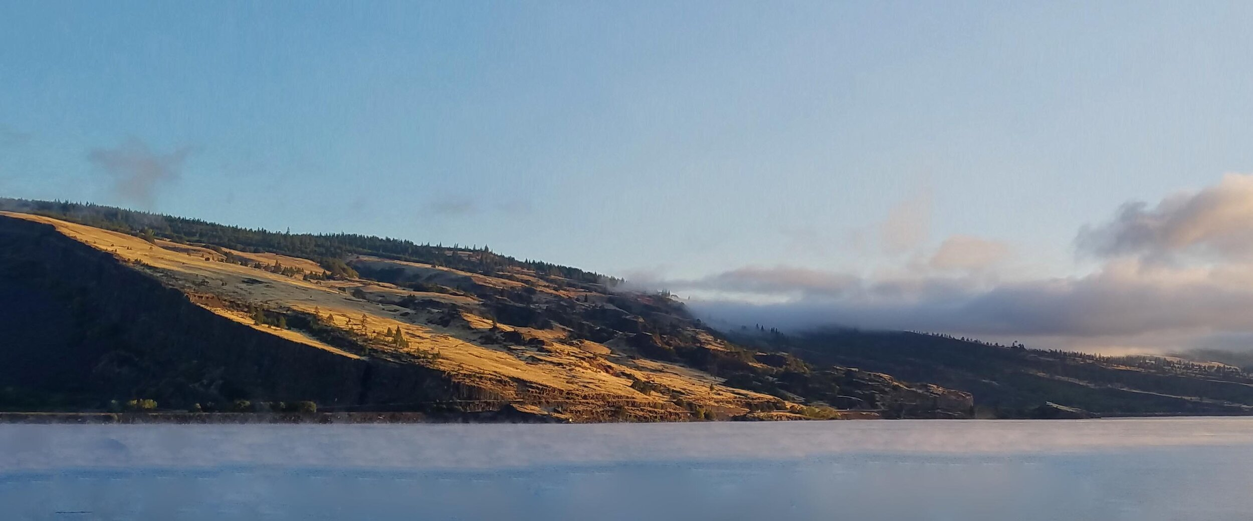Coyote Wall Syncline across the Columbia River in Washington, from Mosier. Photo: (c) Barb Ayers, DogDiary.org