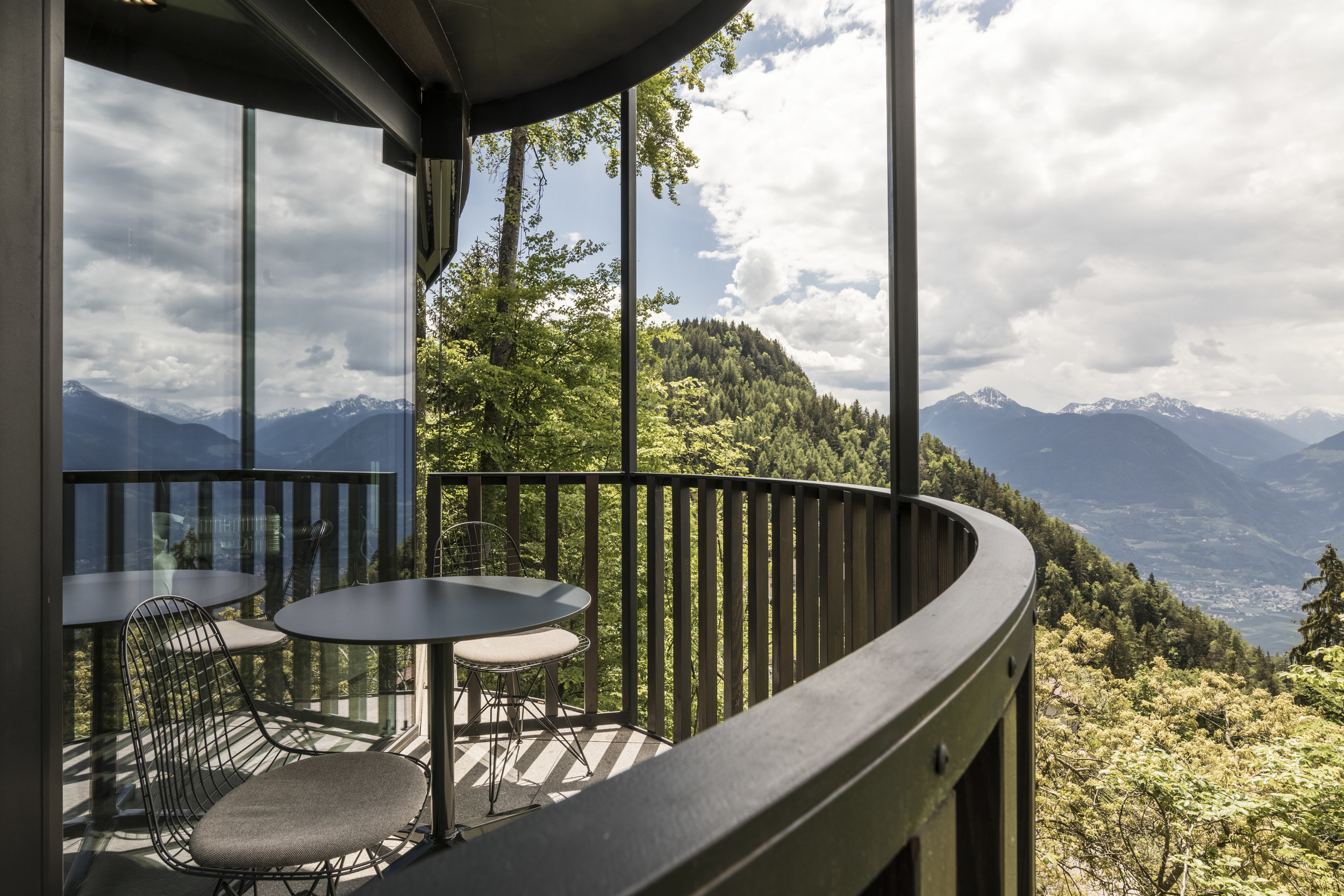Q-Suite_Entrance_balcony_with_a_view.jpg