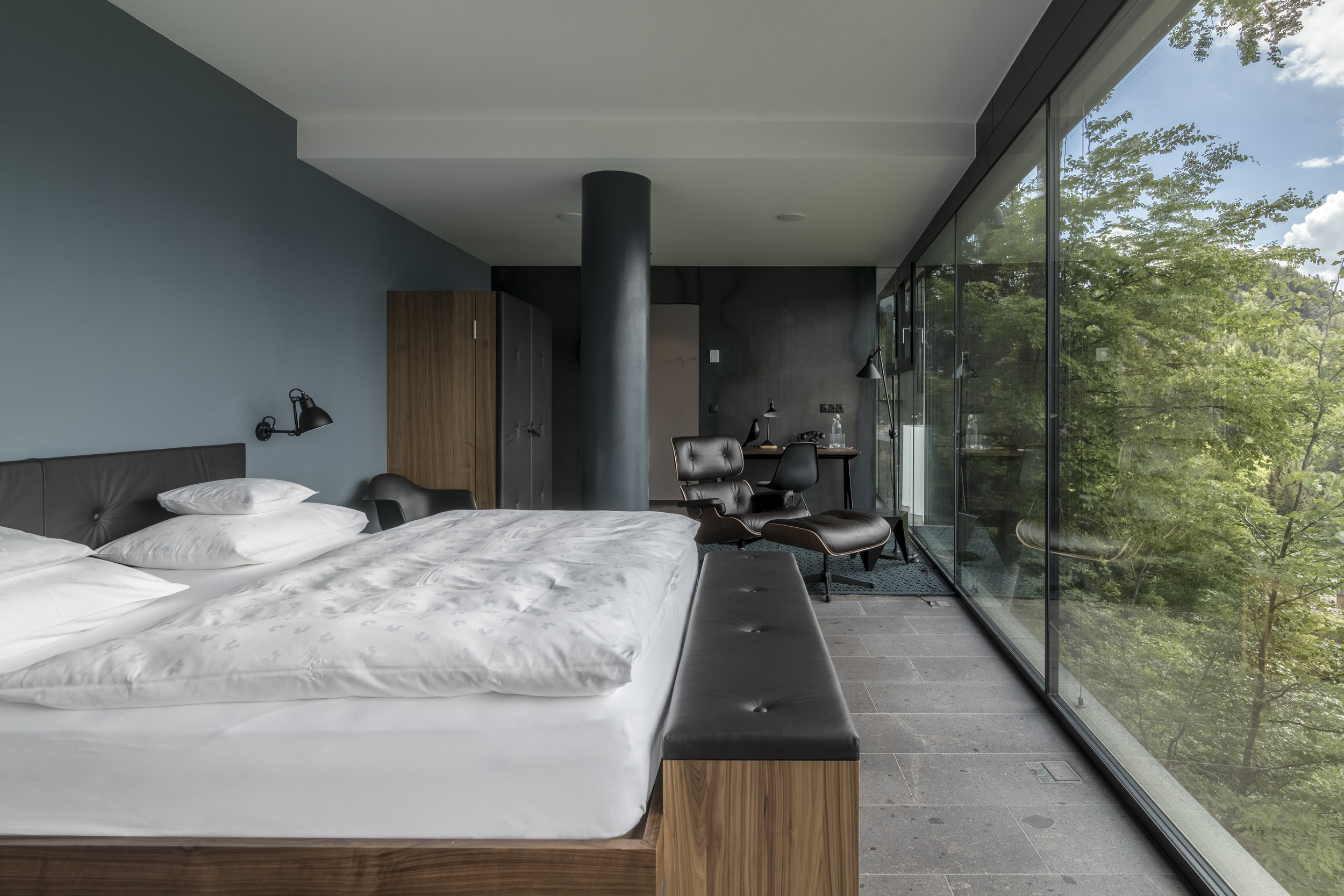Q-Suite_Entrance_room_with_a_view.jpg