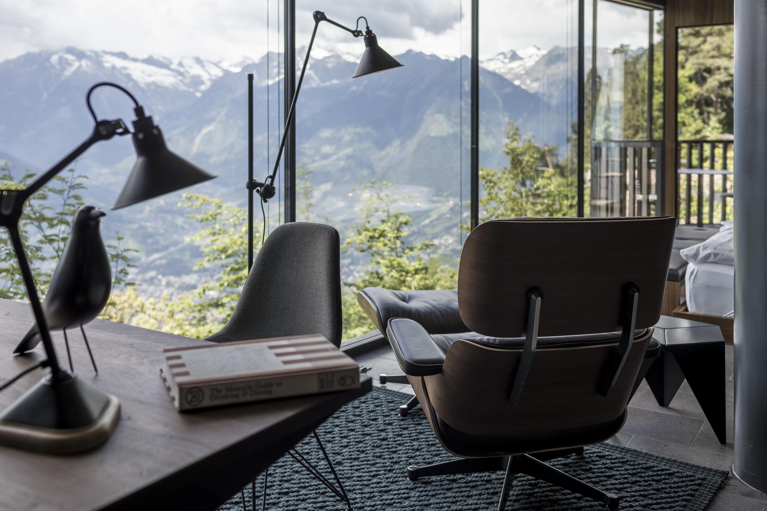 Q-Suite_Entrance_Vitra_Lounge_Chair.jpg