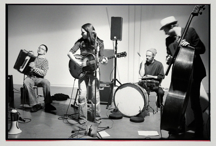 Leonie singt_Band-klein.jpg