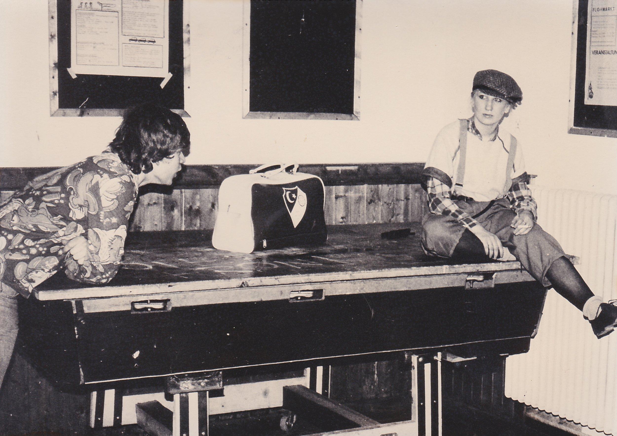 Glocke 1982 junge Frau&Mann.jpg