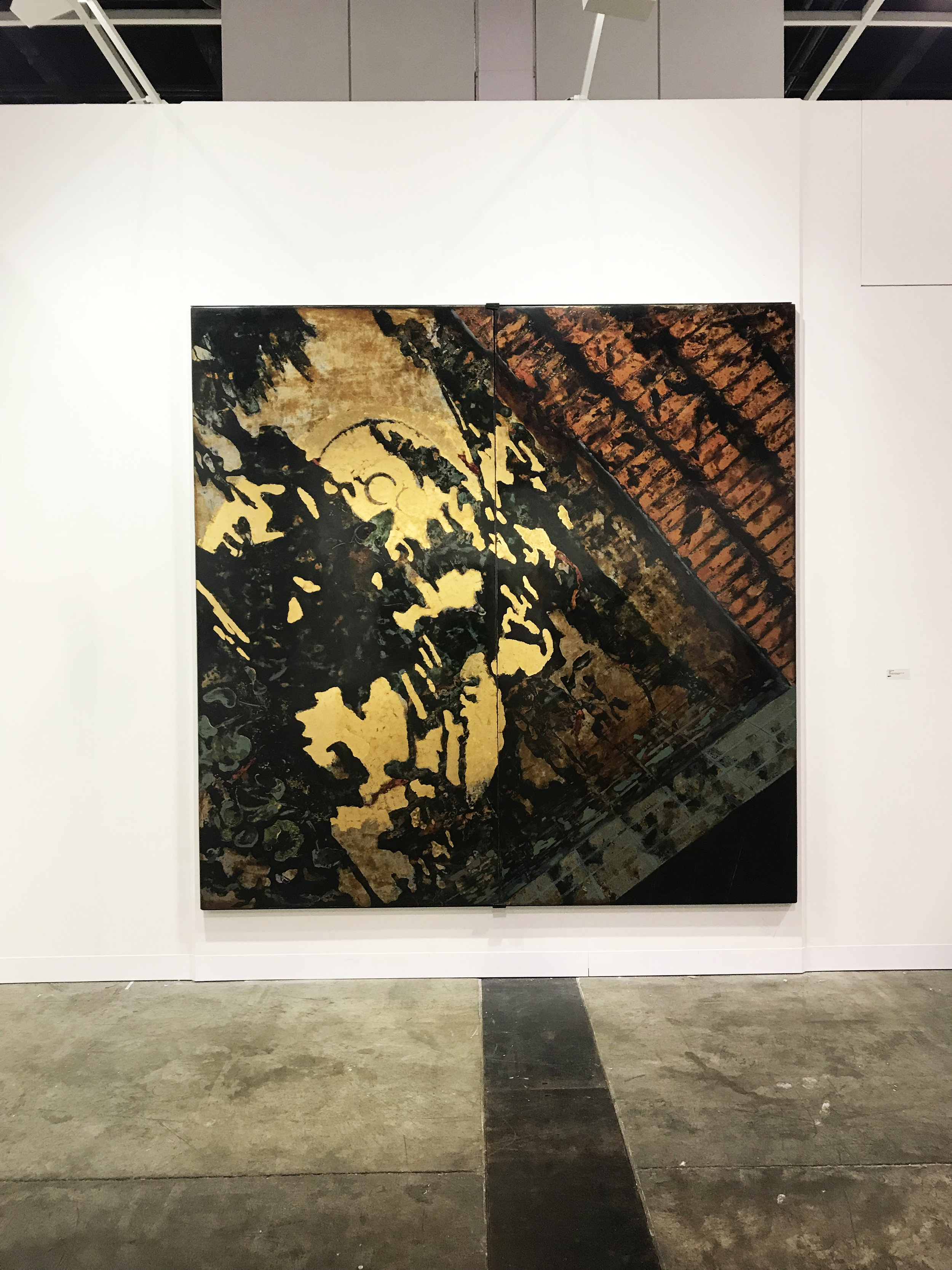 Phi Phi OANH  Lacuna (Di Sotto in Su)  2019 S ơn   ta  (Vietnamese natural lacquer) with gold, silver leaf, aluminium metals and stone pigments on wood  H240 x W240 x D4 cm (diptych)