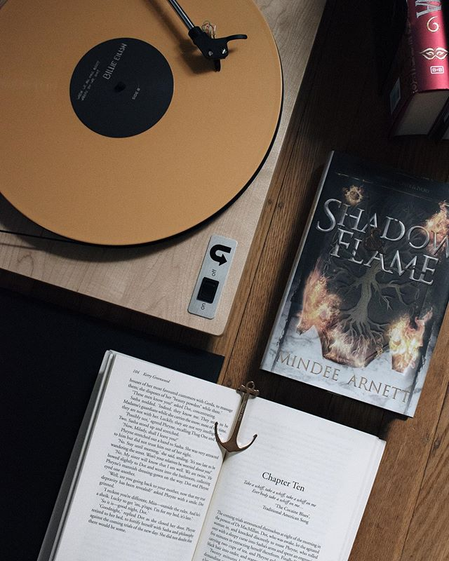 Happy Saturday my fellow Bookdragons! What are you reading this weekend?⠀ .⠀ I just wrapped up Heartstone by Elle Katharine White as part of #dragonmonth2019 (thank you to Rachel @abookishdragon for the recommendation). The premise is Pride & Prejudice, but dragons, so obviously I enjoyed every single page! It was a fun and unique take on Austin's work, and I'm looking forward to see how the series develops now that White is moving behind the P&P framework. More dragons please! 🐉💕⠀ .⠀ .⠀ #somethingwhoaug19 River Song | side character you want more of (Mari and Akarra) ⠀ #betterreadschallenge 217/365
