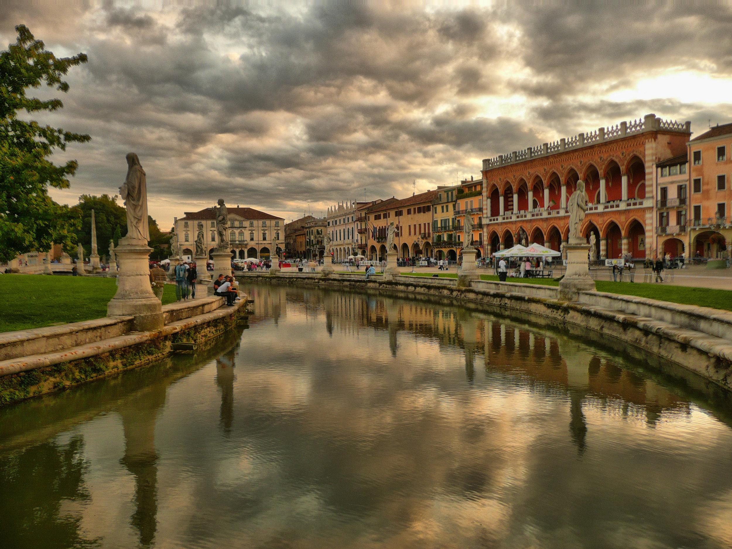 Prato_della_Valle_HDR.jpg