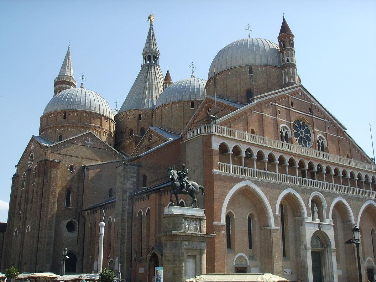 1200px-Padova,_basilica_del_santo.JPG