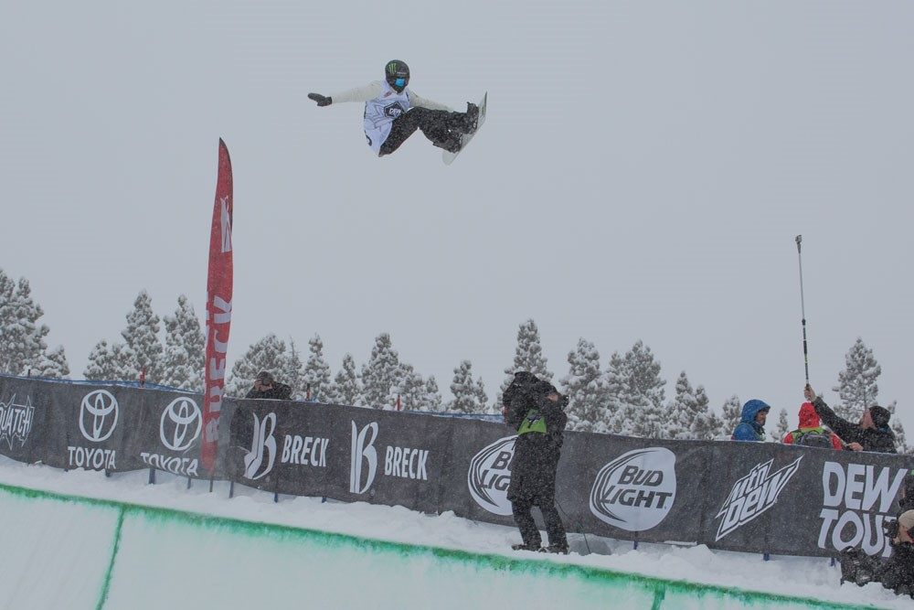 Iouri Podladtchikov Takes Third Place in Snowboard Superpipe | Dew Tour Breckenridge