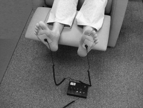 Fig.1 - Conductive patches connected to the soil by wires and a stainless-steel rod were placed on the subjects' feet and palms, and the zeta potential of their blood was measured 9 different times throughout their sessions.