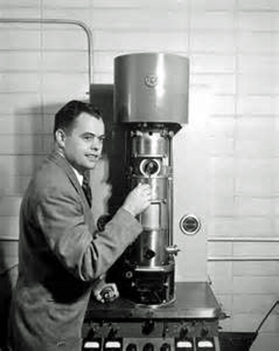 Dr James Hillier with his Electron Microscope.