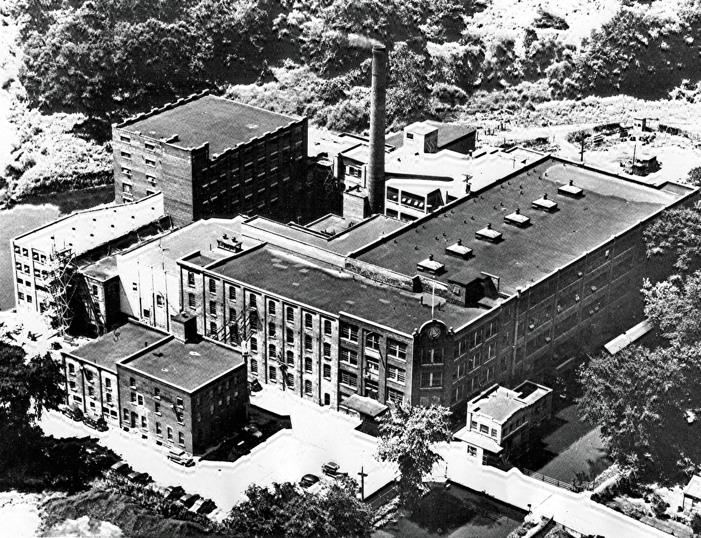 Slingsby Manufacturing Company Ltd  Started by William Slingsby, a Yorkshireman, in 1872.The company grew from 15 employees to over 800 by 1947. The plant was located on Grand River Avenue at the foot of St Paul Avenue. Canadian Celanese of Montreal acquired the company on 13-February-1959.  Image courtesy of the Brant Historical Society