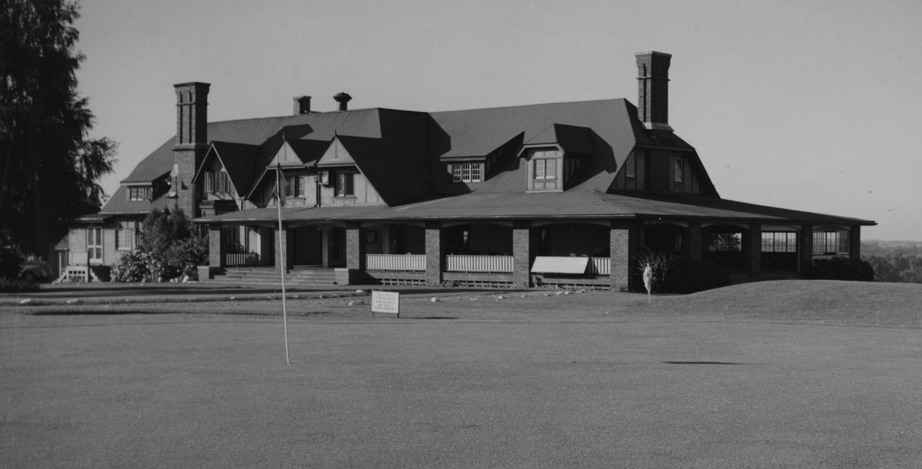 Brantford Golf and Country Club clubhouse from the early 1950s.  Image courtesy of the Brant Historical Society