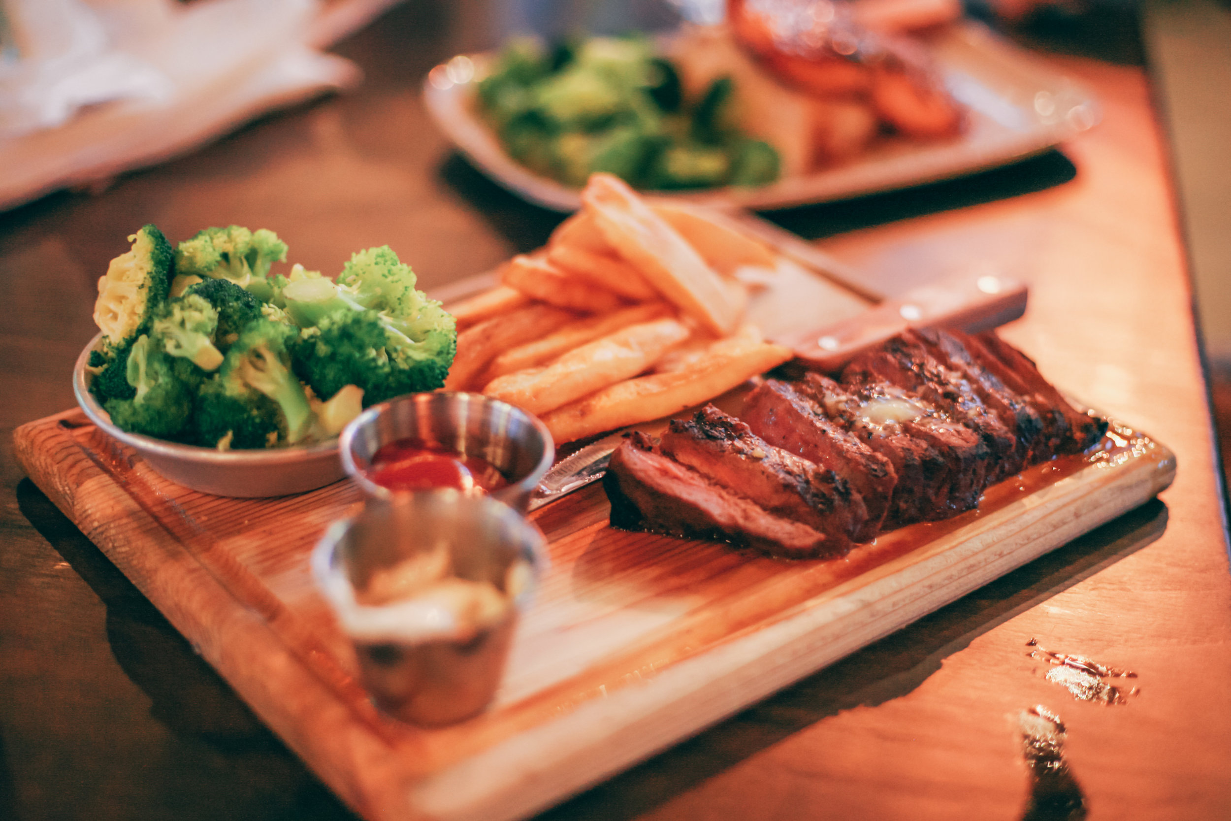 Steak Frites:Marinated flat-iron steak grilled & thinly sliced, served with steamed broccoli, fries & garlic aioli for dipping.