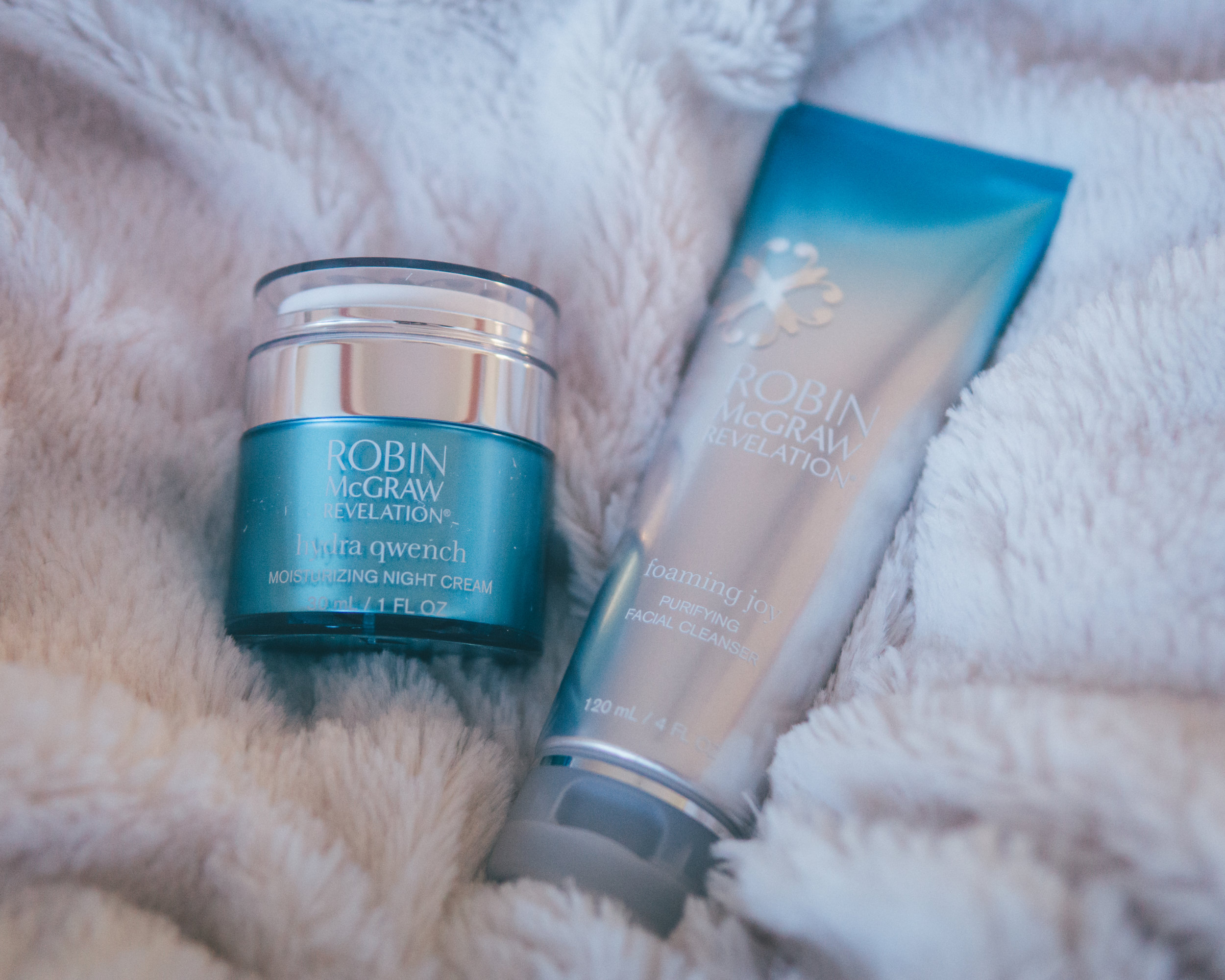 Robin McGraw Revelation - Hydra Qwench Moisturizing Night CreamGive the gift of youth! Addresses multiple visible signs of aging.
