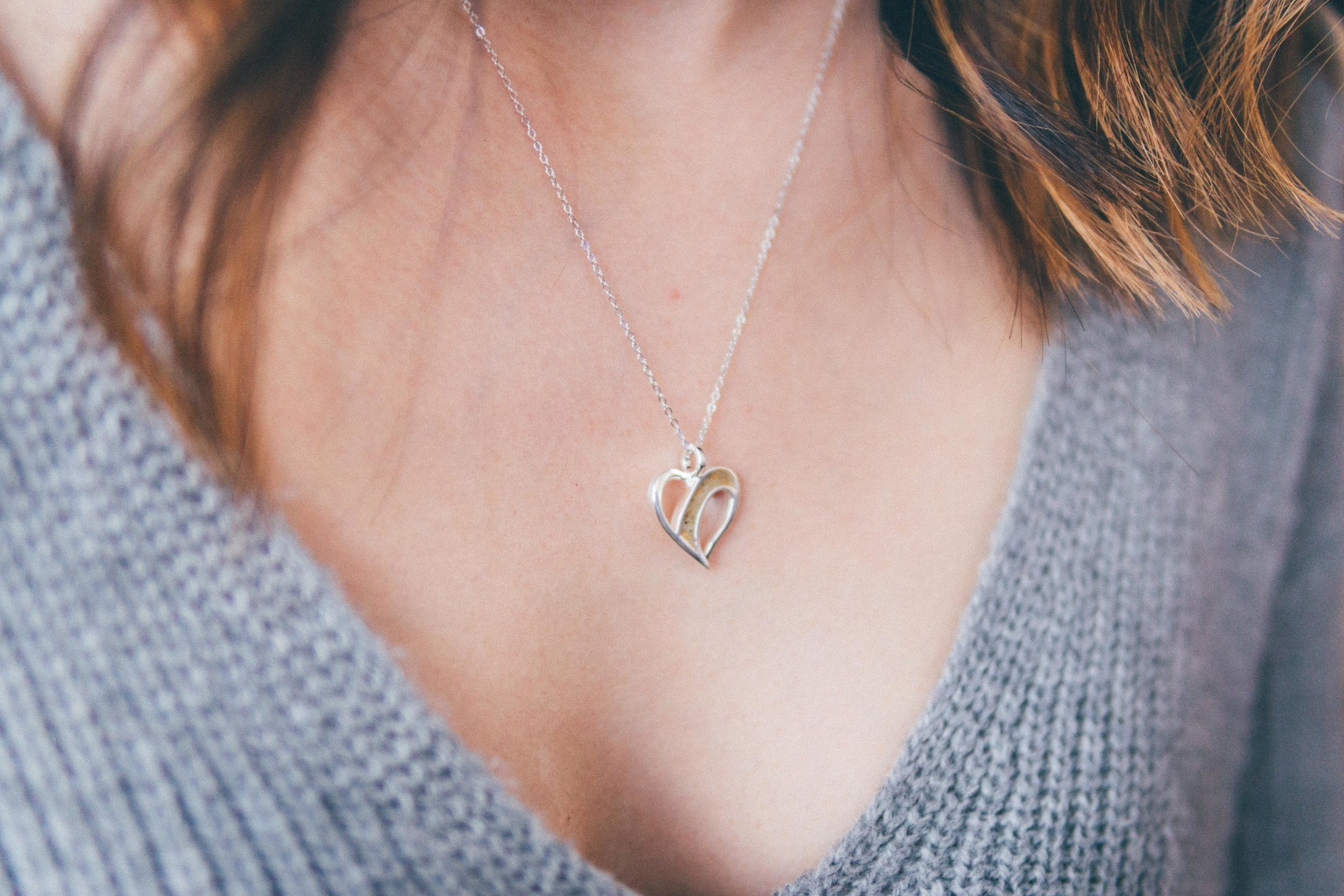 Dune Jewelry - Traveling Heart NecklaceMake the memories in your happy place last. Co-created by Jennie Garth, this piece of .925 sterling silver is handcrafted with your choice of sand, from thousands of locations across the globe.