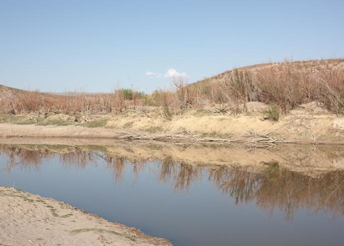 River Edge, Border