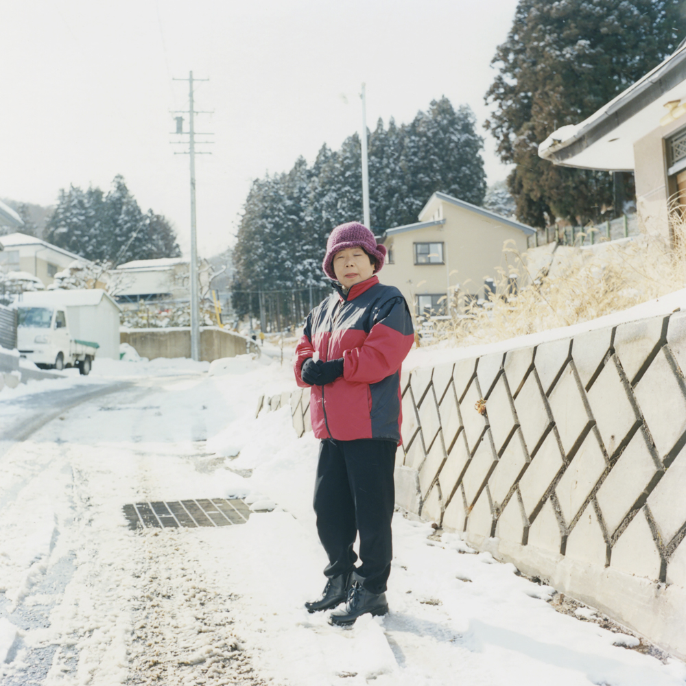 """Yuki-no-hi (a snowy day)"":  It's been a while since I walked with my mother."
