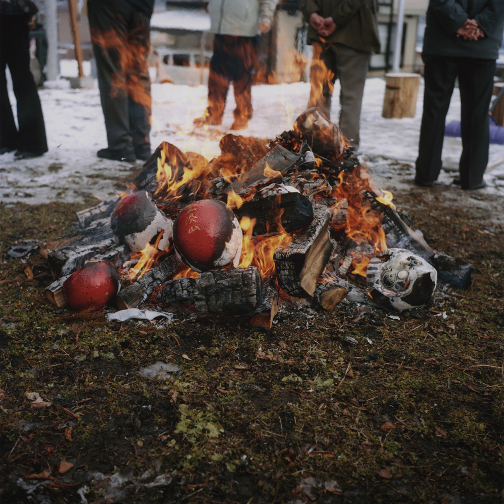 """Dondo-yaki ( a bonfire ceremony)"" : Sending the holy spirit off to heaven with gratitude."