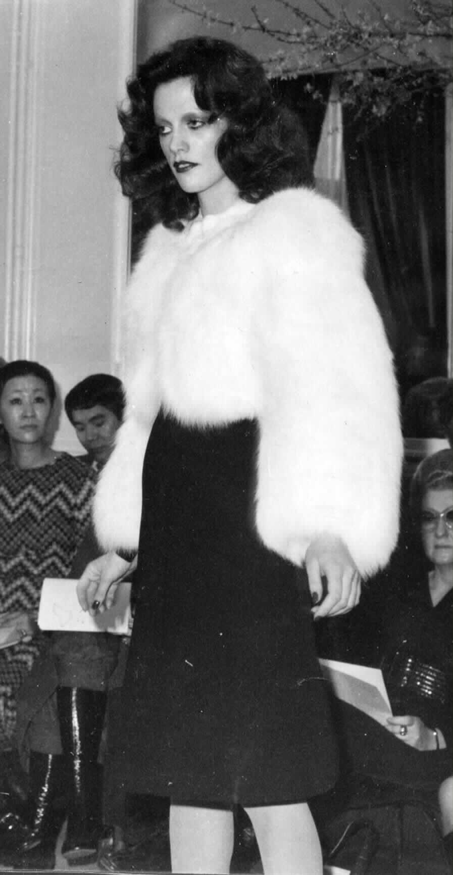 Annie Ferrari for Yves Saint Laurent, Haute Couture, 1971    © F ondation Pierre Bergé - Yves Saint Laurent, Paris