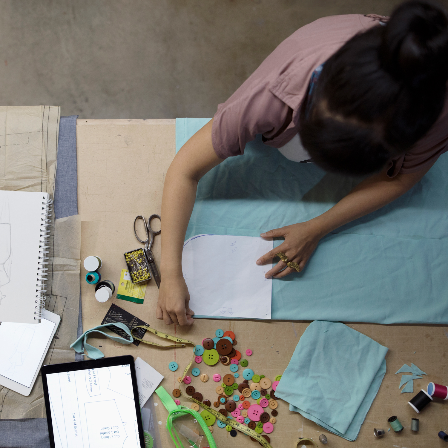 TextileLab 101 - In this class you will learn how to work with various domestic sewing machines, use of an industrial walking foot machine, textile and thread basics, and an overview of basic pattern concepts and edits.LEARN ABOUT TEXTILE LAB 101