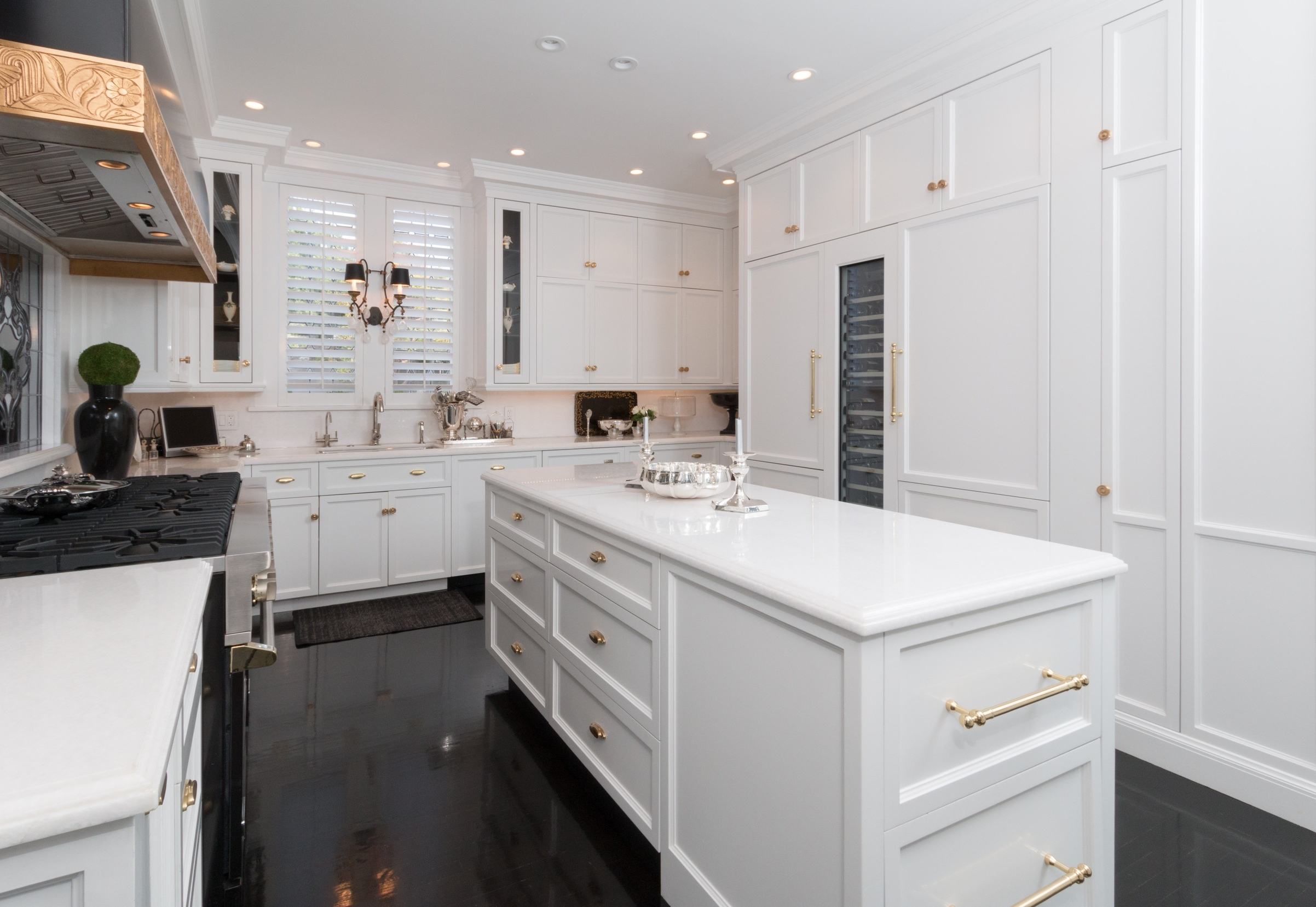 Devoted to the art of fine craftsmanship, Bay Design & Build, Inc. lends expertise and artistry to every carpentry project. Specializing in construction and renovation, we fashion exceptional spaces combining both style and function.