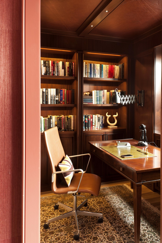 Lincoln Apartment Den Desk