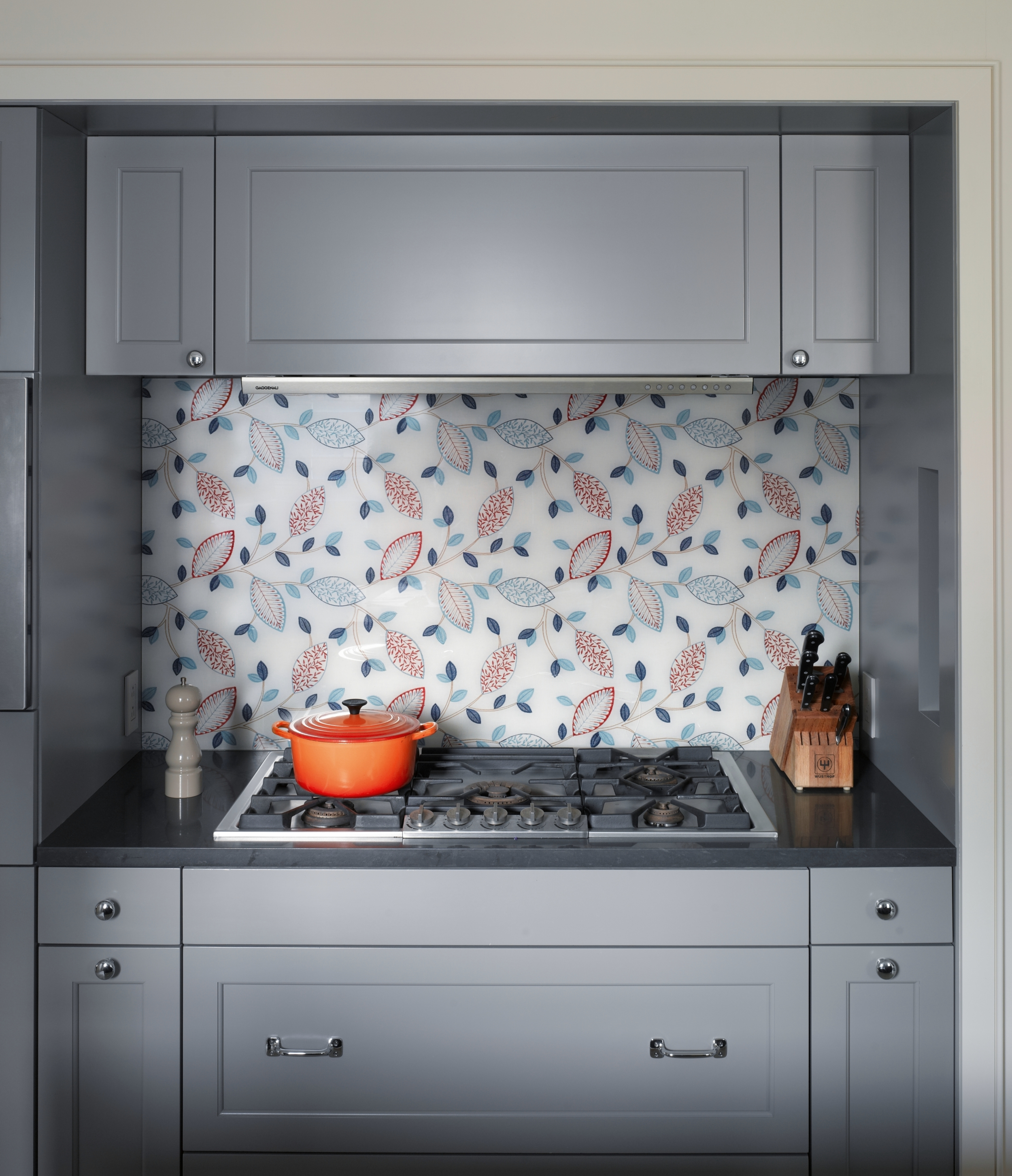 Lincoln Apartment Kitchen Cooktop with Backsplash