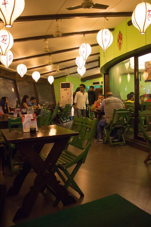 The outside dinning area at Lemon Leaf.