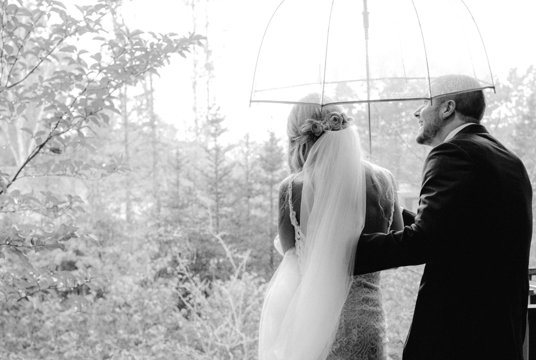 hidden_pond_maine_rain_wedding_06.jpg