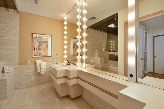 410 E 6th Street-small-027-Other Bath 01-666x445-72dpi.jpg