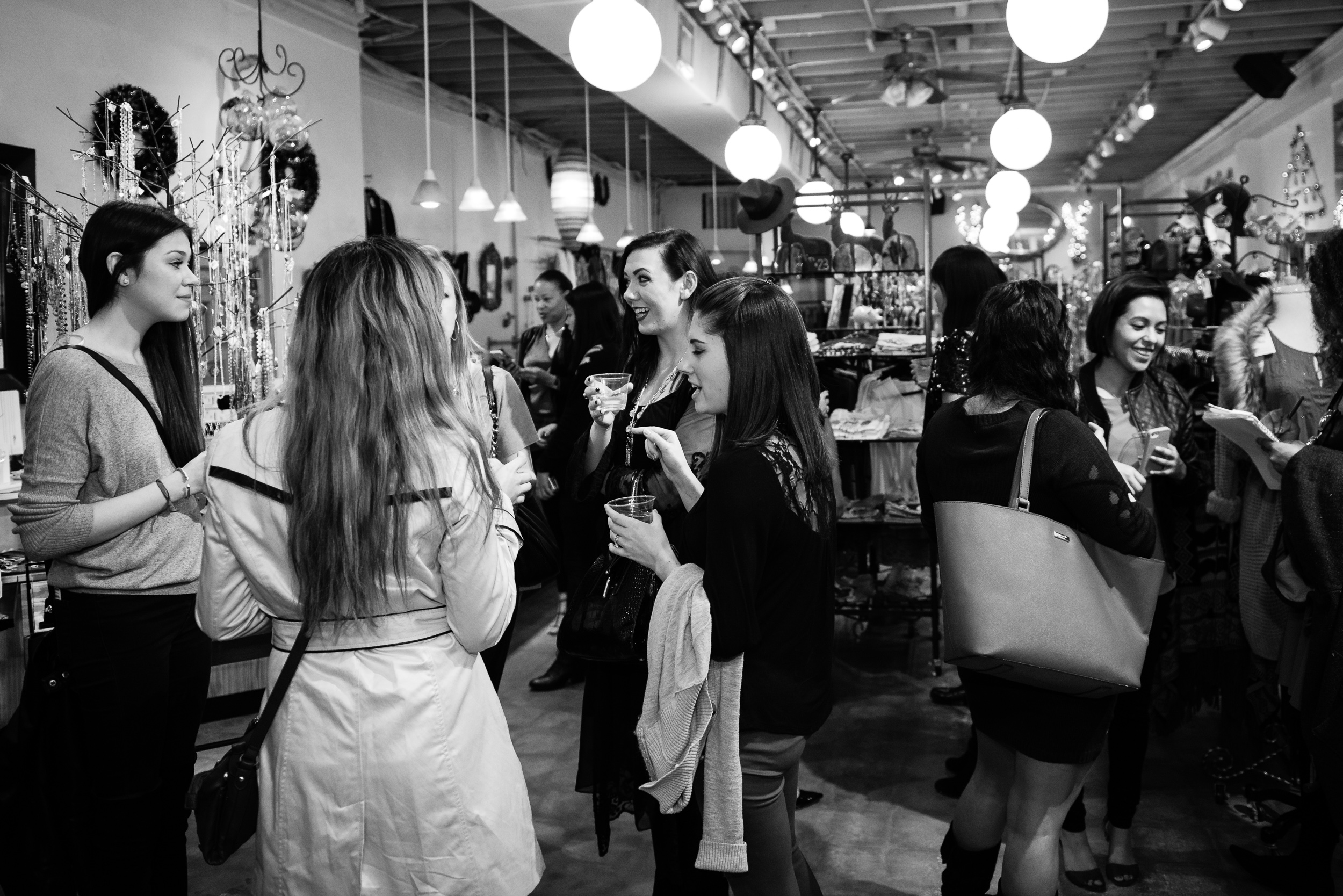 SixChel by Dina Chávez Holiday Trunk Show - Crowd (2)_Photo Credit Peter Tung.jpg