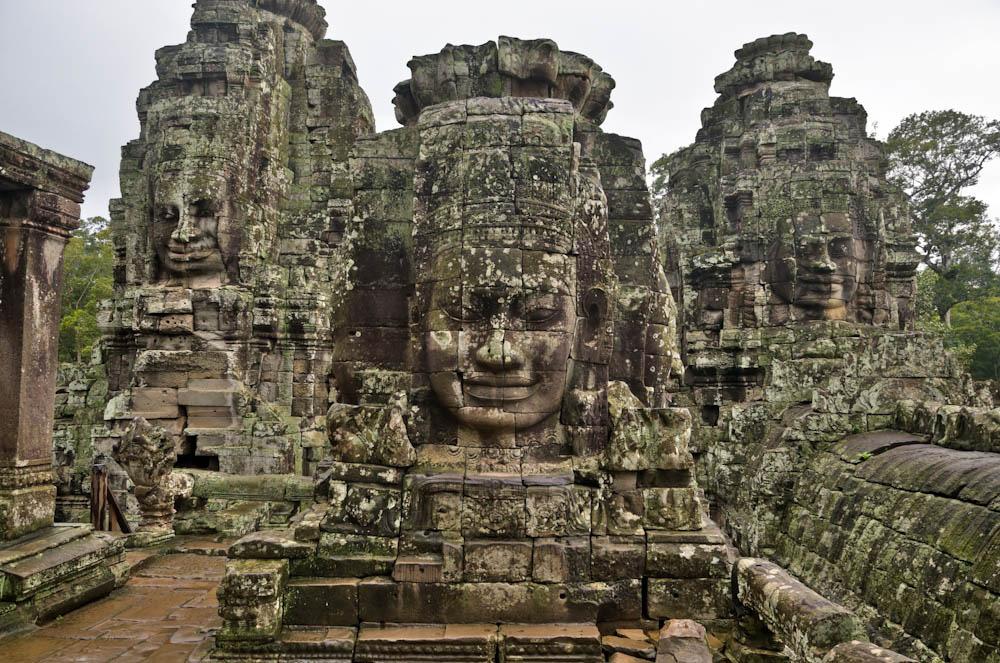 Angkor-Wat-Gods-Murti-Temple.jpg